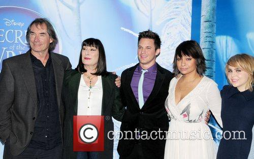 Timothy Dalton, Anjelica Huston, Matt Lanter, Raven Symore and Mea Whitman 5