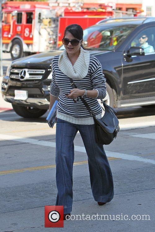 selma blair leaves le pain quotidien on 5763592