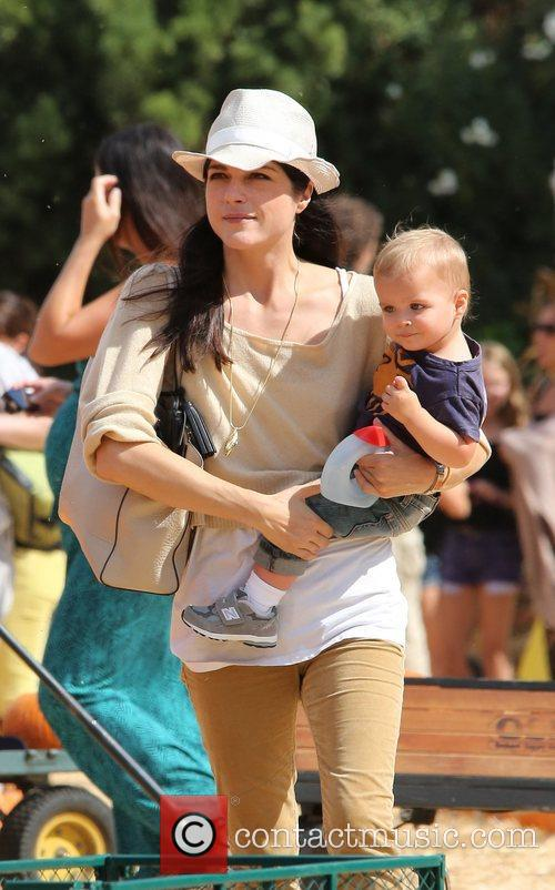 Selma Blair, Arthur Saint Bleick and Mr. Bones Pumpkin Patch 5