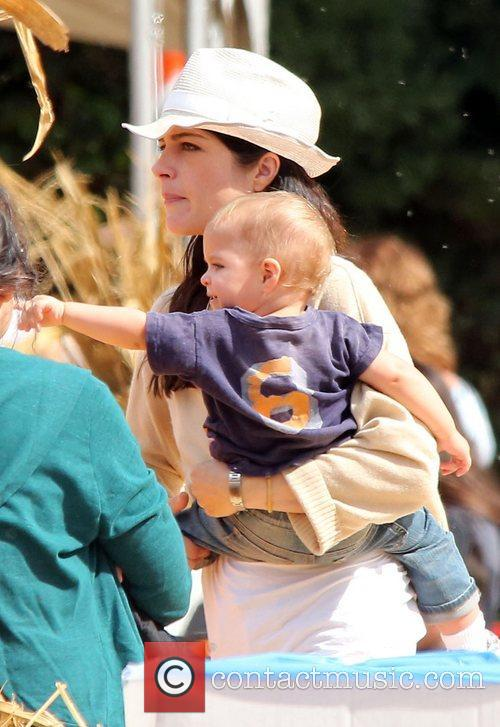 selma blair and her young son arthur 4125020
