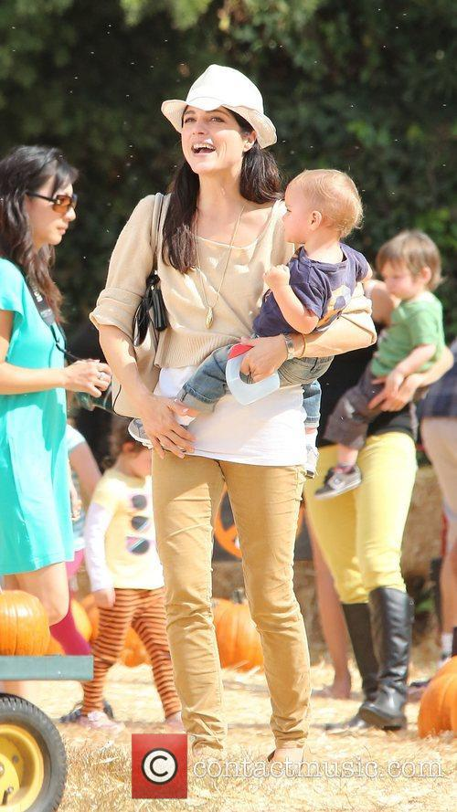Selma Blair, Arthur Saint Bleick and Mr. Bones Pumpkin Patch 3