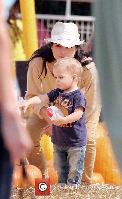 Selma Blair, Arthur Saint Bleick and Mr. Bones Pumpkin Patch 6