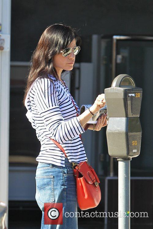 selma blair gets a manicure in hollywood 5781931