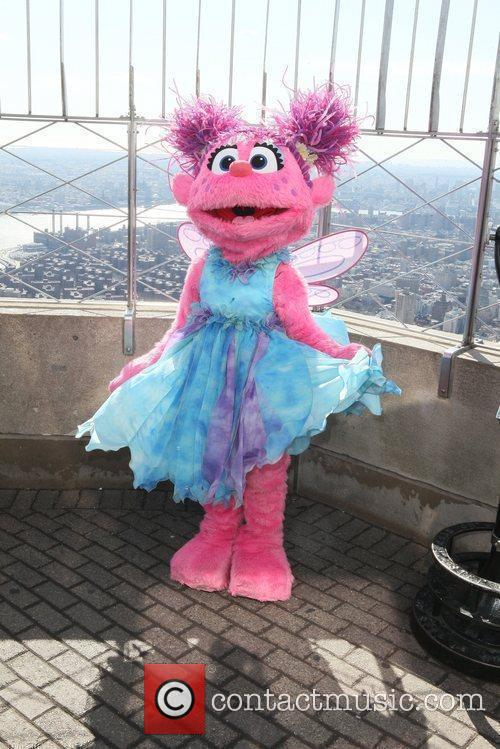 Madison Square Garden Sesame Street Characters Visit The Top Of The Empire State Building To