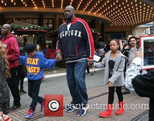 Shaquille O'neal, Santa and The Grove 8