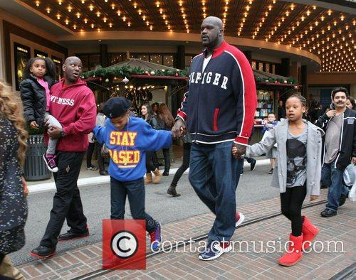 Shaquille O'neal, Santa and The Grove 4