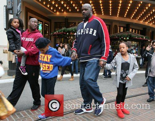 Shaquille O'neal, Santa and The Grove 9