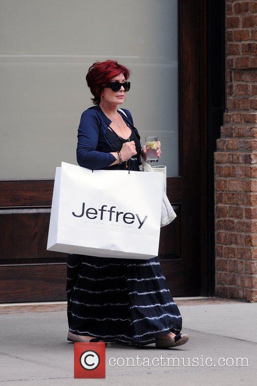 sharon osbourne leaving her manhattan hotel carrying 4032471