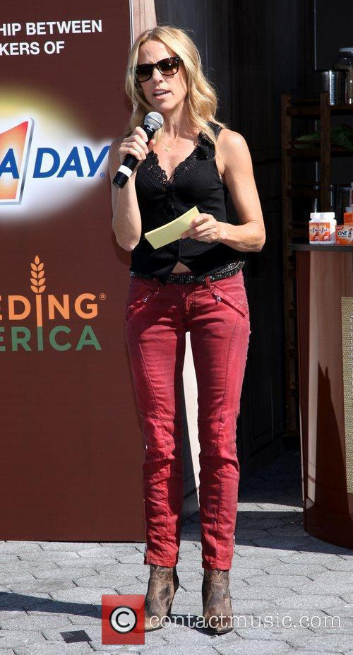 sheryl crow promotes the nutrition mission campaign 4076272