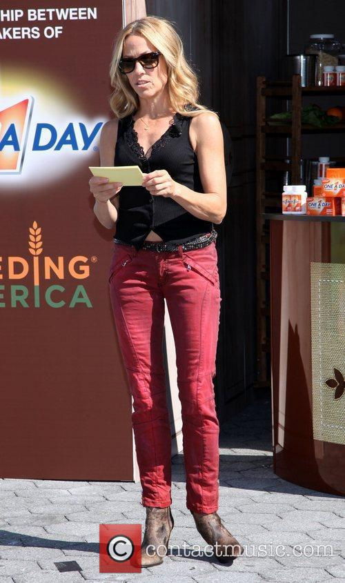 sheryl crow promotes the nutrition mission campaign 4076274