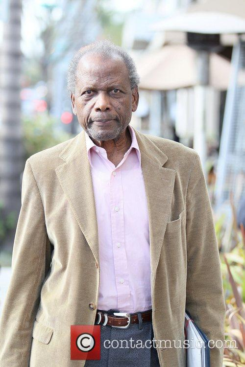 Sidney Poitier has lunch at Il Pastaio in...