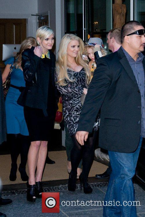 Ashlee Simpson, Jessica Simpson and Manhattan Hotel 3