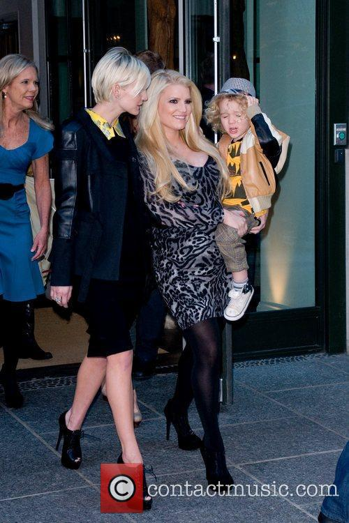Ashlee Simpson, Jessica Simpson and Manhattan Hotel 4