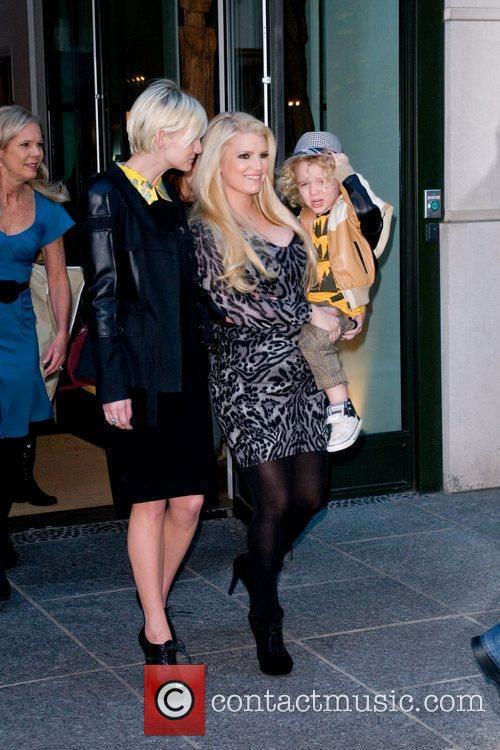 Ashlee Simpson, Jessica Simpson and Manhattan Hotel 7