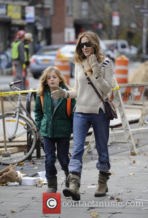 Sarah Jessica Parker takes her children to school...