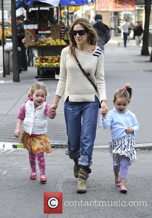 sarah jessica parker takes her children to 20017447