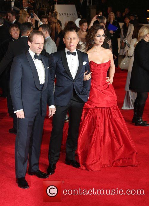 Ralph Fiennes, Daniel Craig and Berenice Marlohe 10