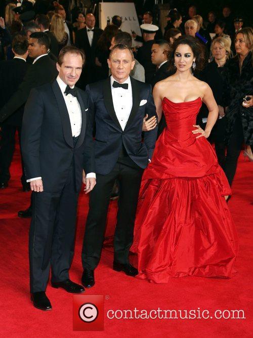 Ralph Fiennes, Daniel Craig and Berenice Marlohe 8