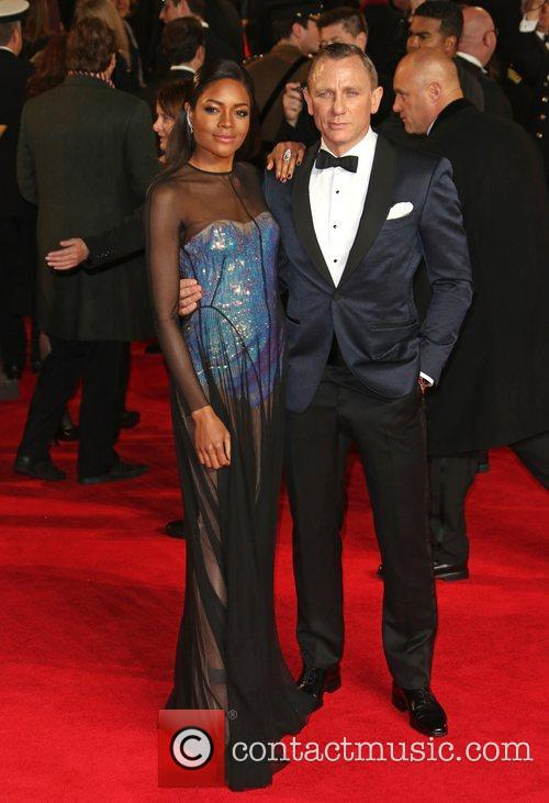 naomie harris and daniel craig james bond 4141642