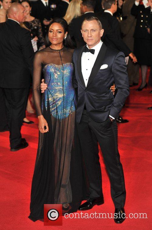 daniel craig naomie harris royal world premiere 4140485