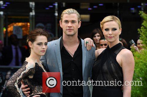 Kristen Stewart and Chris Hemsworth 10
