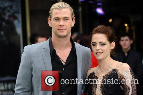 Kristen Stewart and Chris Hemsworth 11