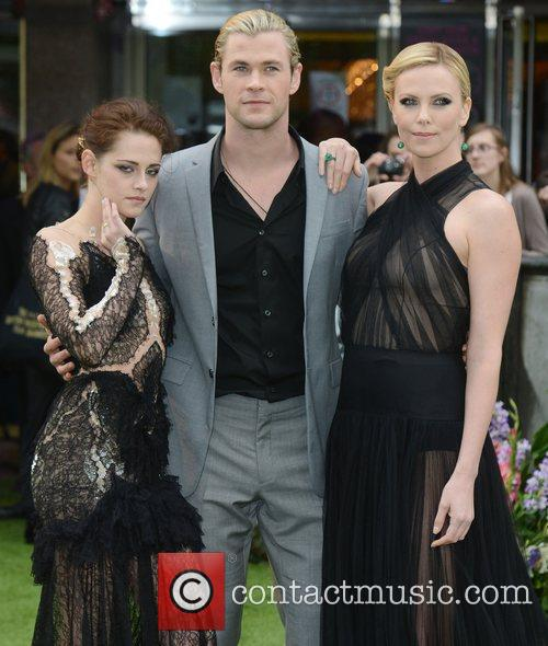 kristen stewart chris hemsworth and charlize theron 3881421