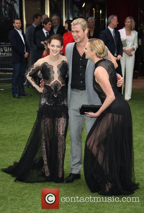 Kristen Stewart, Charlize Theron and Chris Hemsworth 3