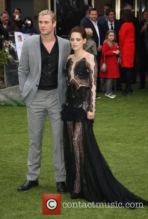 Kristen Stewart and Chris Hemsworth 5
