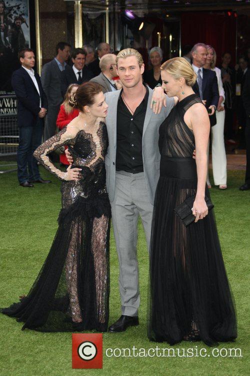 Kristen Stewart, Charlize Theron and Chris Hemsworth 2