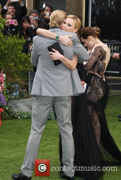 Chris Hemsworth and Charlize Theron 3
