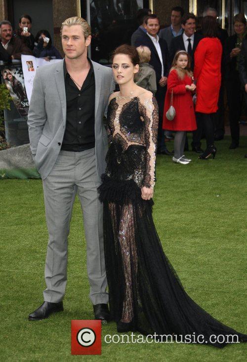 Chris Hemsworth and Kristen Stewart 6