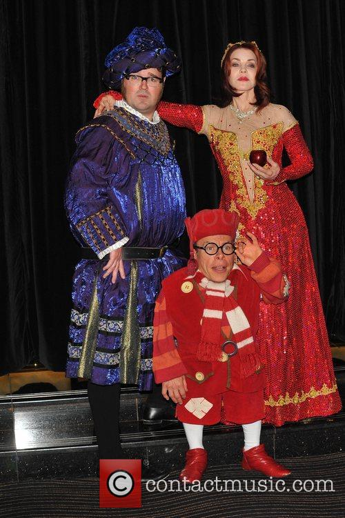 Jarred Christmas, Priscilla Presley and Warwick Davis 5