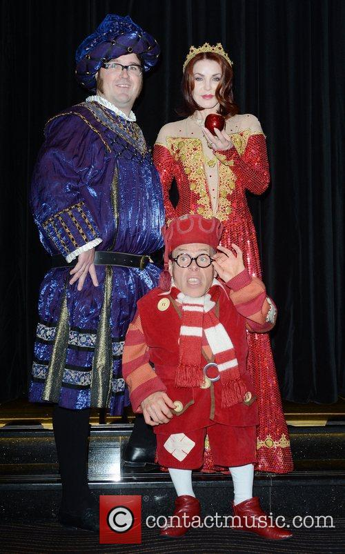 Jarred Christmas, Priscilla Presley and Warwick Davis 1