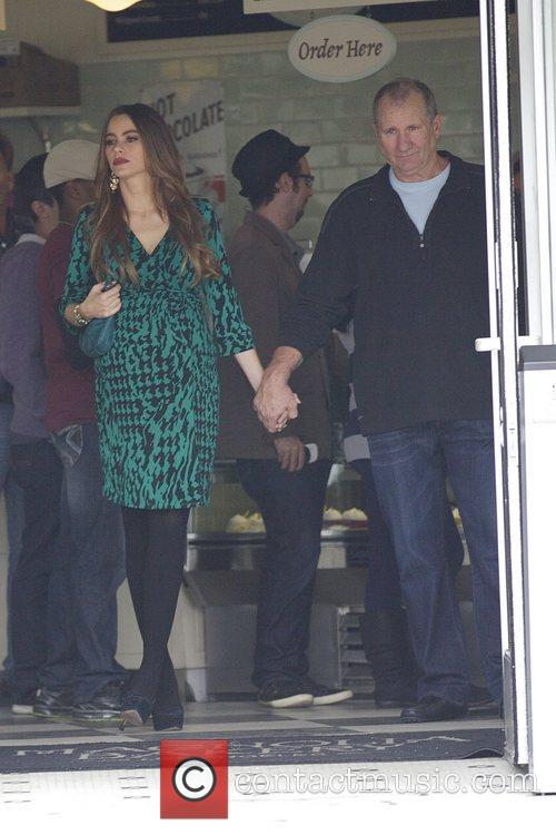 Sofia Vergara and Ed O'neill 5