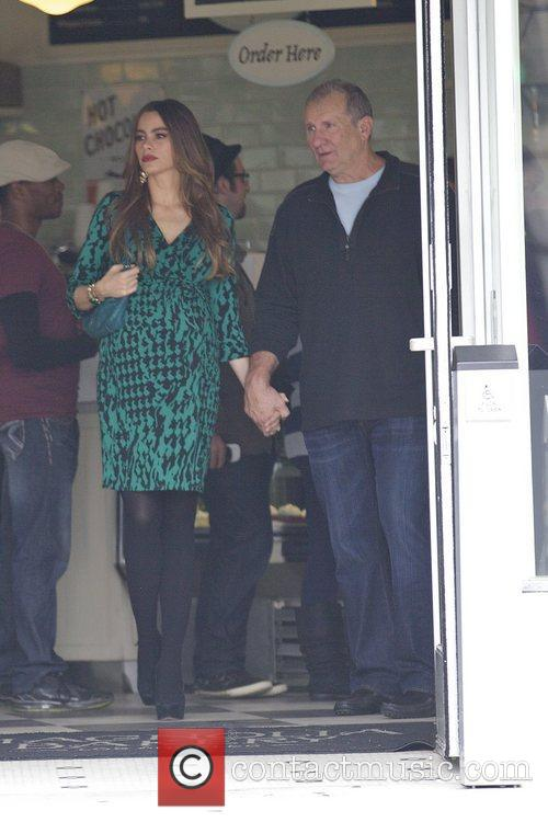 Sofia Vergara and Ed O'neill 8