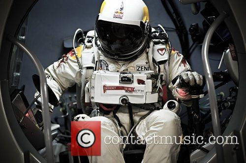 felix baumgartner prepares for his record jump 4129484
