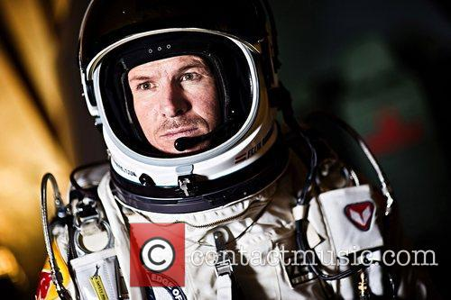 felix baumgartner prepares for his record jump 4129487