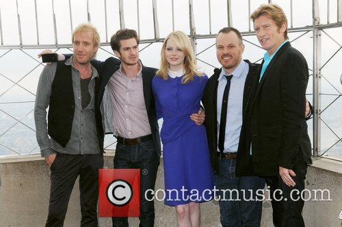 Rhys Ifans, Andrew Garfield, Denis Leary, Emma Stone and Marc Webb 4