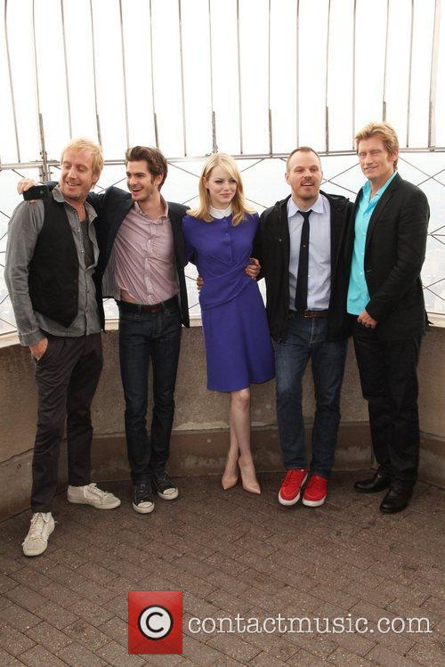 Rhys Ifans, Andrew Garfield, Denis Leary, Emma Stone and Marc Webb 7