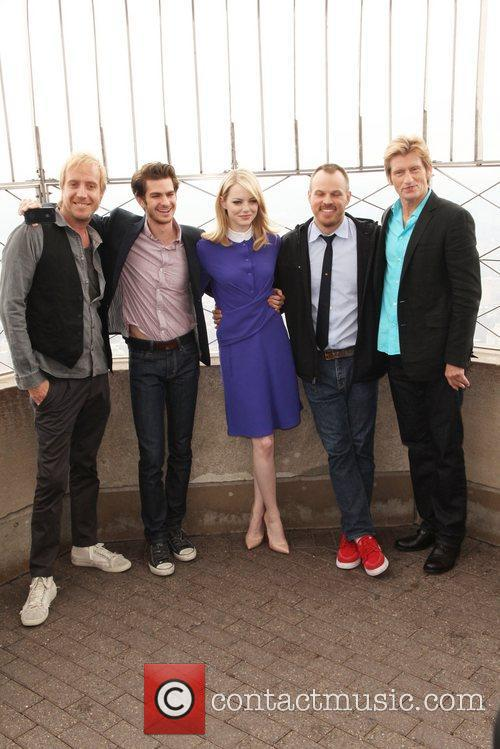 Rhys Ifans, Andrew Garfield, Denis Leary, Emma Stone and Marc Webb 8