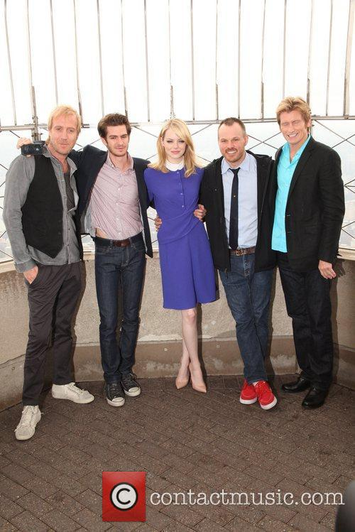 Rhys Ifans, Andrew Garfield, Denis Leary, Emma Stone and Marc Webb 9