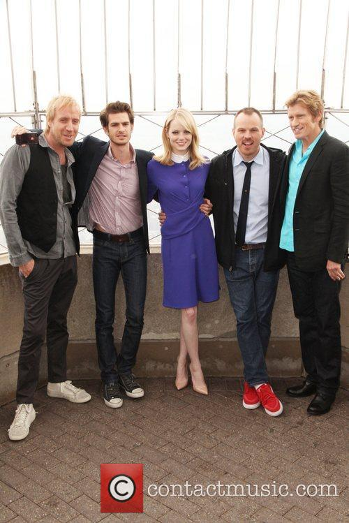 Rhys Ifans, Andrew Garfield, Denis Leary, Emma Stone and Marc Webb 10