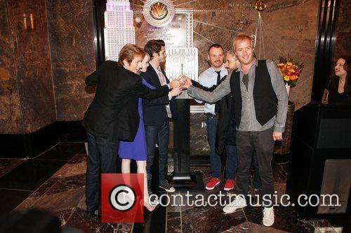rhys ifans denis leary emma stone andrew 5868882