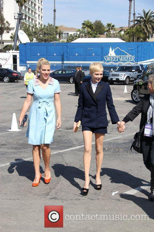 Busy Philipps, Michelle Williams and Independent Spirit Awards 3