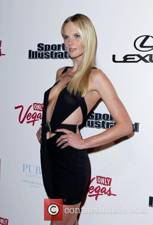 Anne Vyalitsyna and Caesars Palace 9