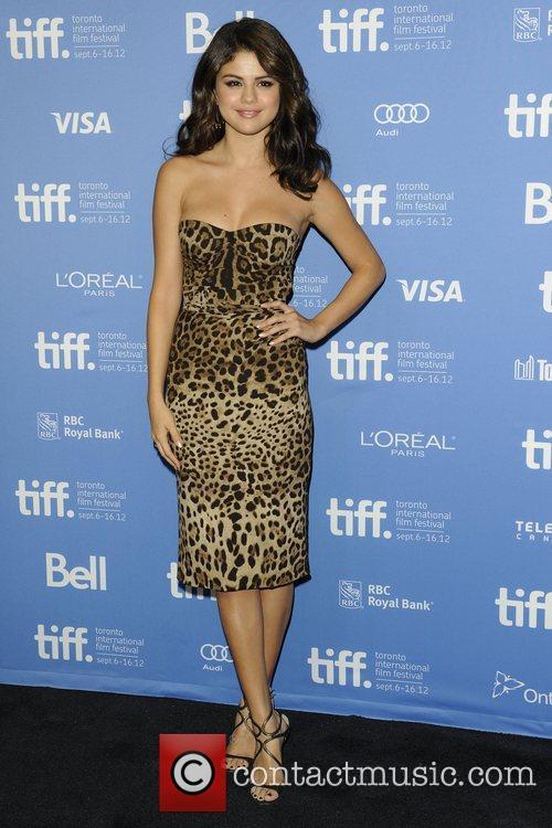 Selena Gomez, Ashley Benson, Harmony Korine, Rachel Korine and Vanessa Hudgens 2