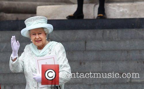 queen elizabeth ii leaving the queens diamond 3928000
