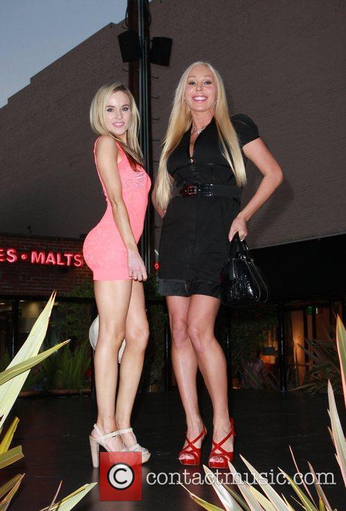 Paula Labaredas and Mary Carey 2