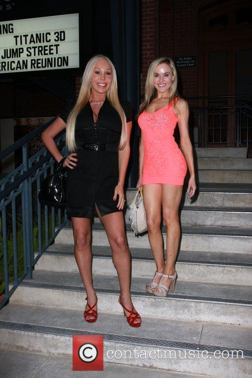 Paula Labaredas and Mary Carey 6